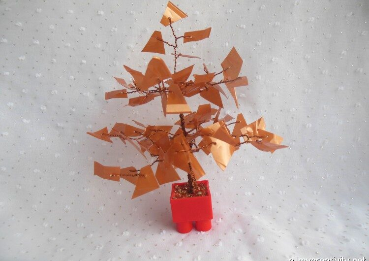 Дерево из пластика и проволоки