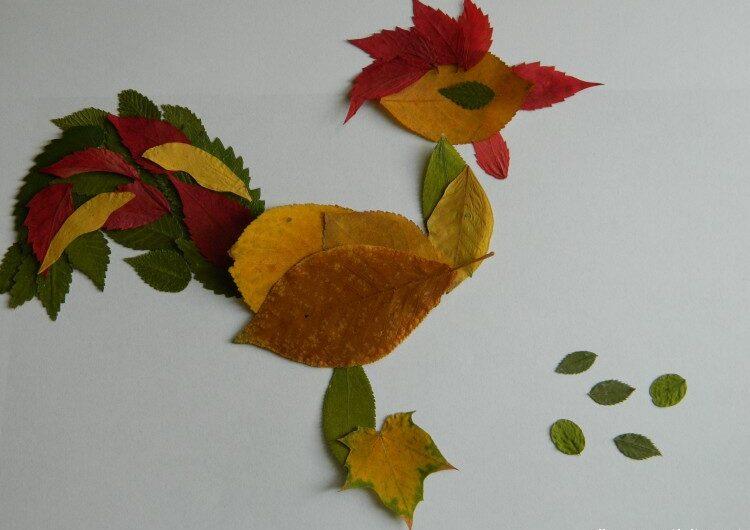 Аппликация Петух из осенних листьев