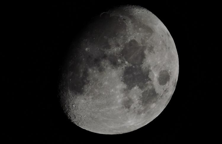 Какое надо увеличение, чтобы сфотографировать Луну?