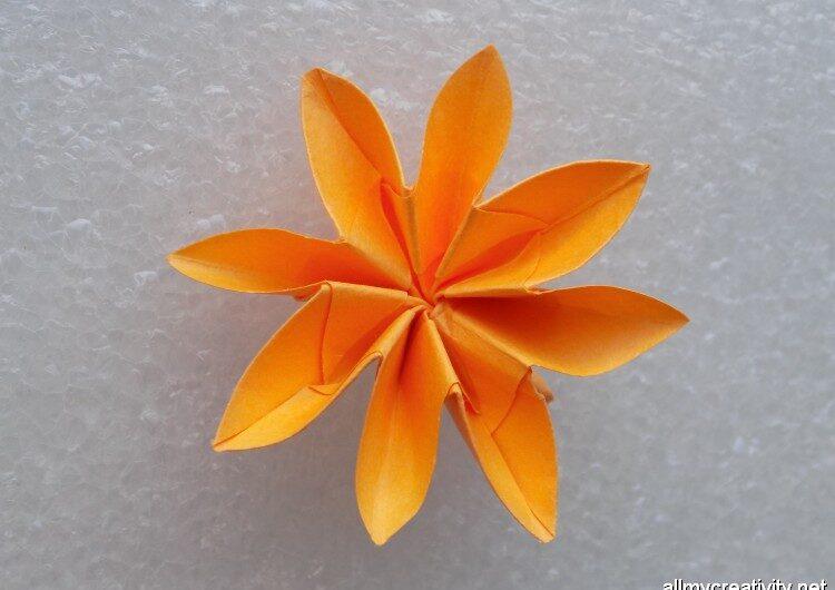 Цветок техникой оригами